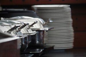 תאונת עבודה כתוצאה הרעלת מזון בקפיטריה